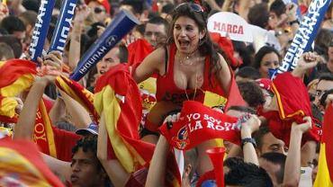 Do grupy C, najsilniejszej z rozgrywających swoje mecze w Polsce, trafili obrońcy tytułu Hiszpanie oraz Włosi, Chorwaci i Irlandczycy. Oprócz niewątpliwej klasy piłkarskiej przywiozą za sobą tabuny kibiców. W Trójmieście będzie można spotkać też wielu Niemców, gdyż ci właśnie z Gdańska uczynili swoje centrum pobytowe. Jak może wyglądać Trójmiasto pokolorowane tak różnymi od siebie nacjami? Przekonasz się w naszej galerii.