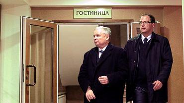 Jarosław Kaczyński w hotelu niedaleko lotniska w Smoleńsku po oględzinach zwłok swojego brata