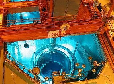 Ładowanie paliwa do reaktora Ling Ao II-1