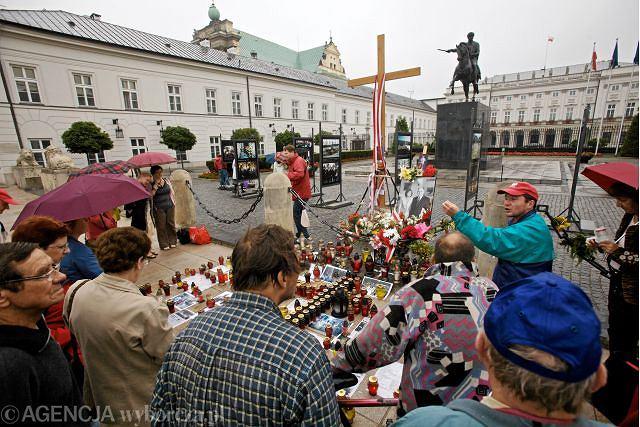 Krzyż pod Pałacem Prezydenckim