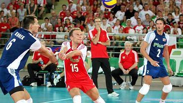 Piotr Gacek (w środku)