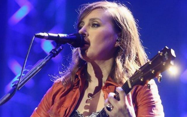 Powrót Edyty Bartosiewicz jest jednym z najważniejszych wydarzeń muzycznych tego roku. Artystka zagrała pierwszy koncert od 10 lat. Zaśpiewał swoje hity oraz dwie nowe piosenki. Już jesienią wyda album. Z niecierpliwością czekamy na premierę!