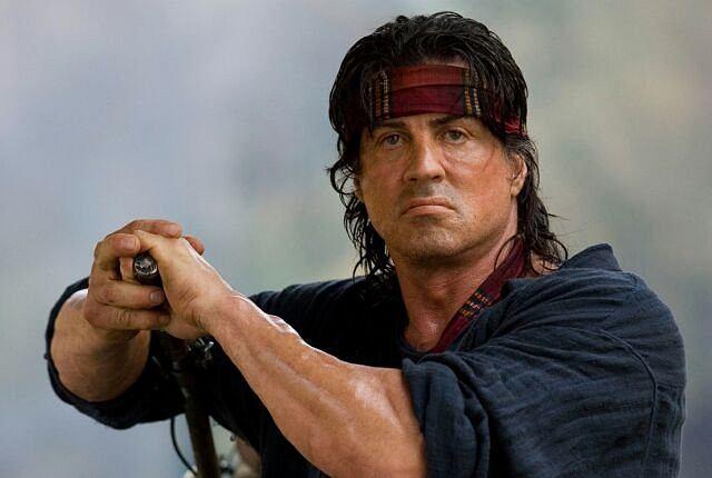 <b>Sylvester Stallone</b><br> To jedyny i niepowtarzalny Rambo, który zestrzeliwuje helikoptery z łuku, samotnie wygrywa wojnę w Wietnamie