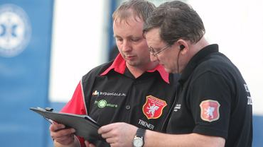 Trener Jacek Woźniak i Andrzej Polkowski