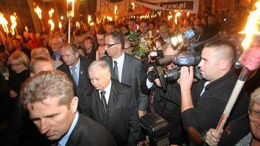 ''Marsz Pamięci'' z pochodniami na Krakowskim Przedmieściu