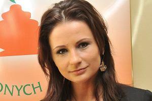 Ania Wiśniewska po rozstaniu z Michałem Wiśniewskim postanowiła coś zmienić w swoim życiu. Wokalistka zrobiła tatuaż The One (jedyna, wyjątkowa) na szyi.