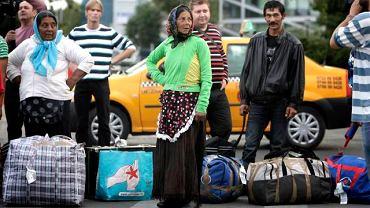 14 września, Romowie wydaleni z Francji właśnie przylecieli do Rumunii