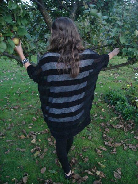 sweter- Topshop (second hand), koszulka - Top Secret, legginsy - no name, buty - kakadu, pierścionek - vintage