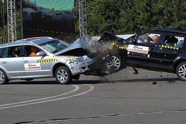 Test zderzeniowy przy prędkości 90 km/h