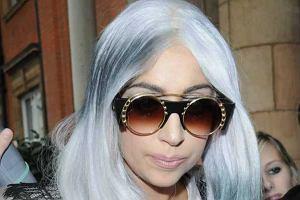 Lady Gaga w trakcie wizyty w Londynie zaprezentowała całkiem nową fryzurę i zupełnie nowy look. Zobaczcie co miała na sobie.
