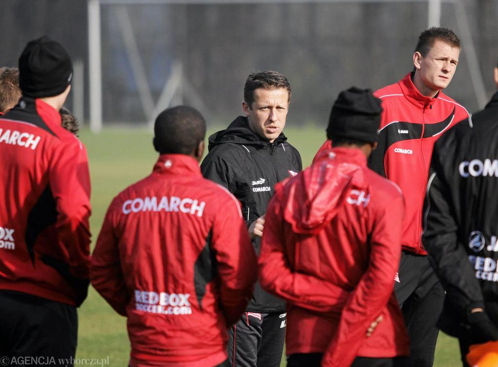 Trener Młodej Ekstraklasy Marcin Sadko na treningu Cracovii