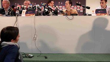 Od lewej Marek Pogorzelczyk, dyrektor sportowy Lecha, Andrzej Kadziński, prezes klubu, Jose Bakero z tłumaczem oraz Luis Mila Villarroel, trener przygotowania fizycznego