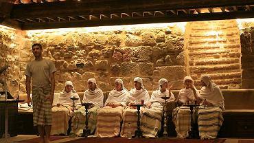 Włoscy turyści w łaźni El-Malek El-Zaher