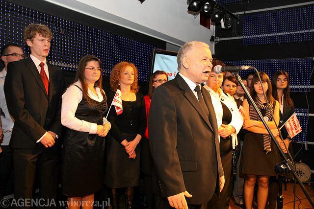 Jarosław Kaczyński podczas wieczoru wyborczego w Radomiu