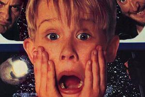 """Grudzień na pokładzie LOT-u: świąteczne upominki, słodkości w Dreamlinerze i... """"Kevin sam w domu"""""""