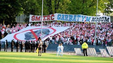 8 maja 2010 r. Antysemicki transparent kibiców Resovii w piłkarskich derbach miasta ze Stalą Sandeco