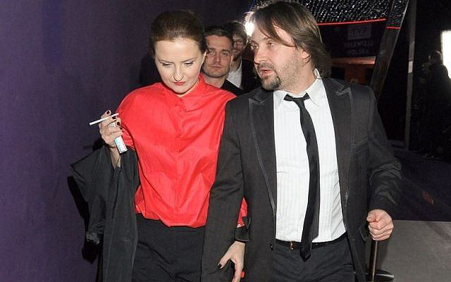 Iza Kuna przyszła na premierę filmu ''Och, Karol 2'' ze swoim partnerem i to głównie z nim spędziła wieczór.