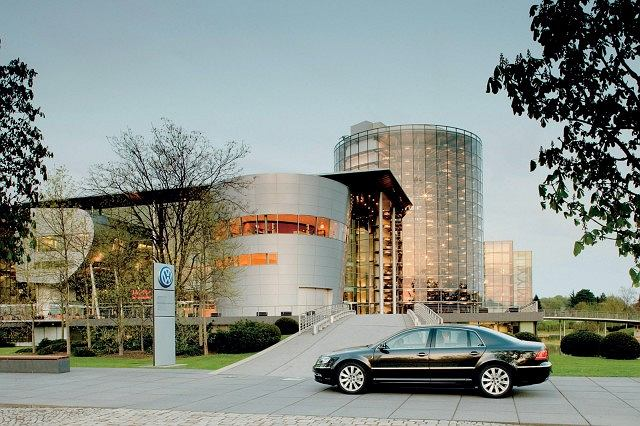 Volkswagen Phaeton 2011 i Szklana Manufaktura w Dreźnie