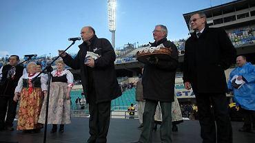Wielkie Derby Górnika i Ruchu na Stadionie Śląskim w 2009 roku. Od lewej: Grzegorz Lato, Antoni Piechniczek i Rudolf Bugdoł