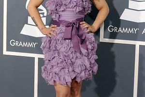 Kelly Osbourne wyglądałaby całkiem nieźle, gdyby nie ten blond kask na głowie.