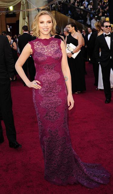 Scarlett Johansson w sukni Dolce and Gabbana - Oscary 2011