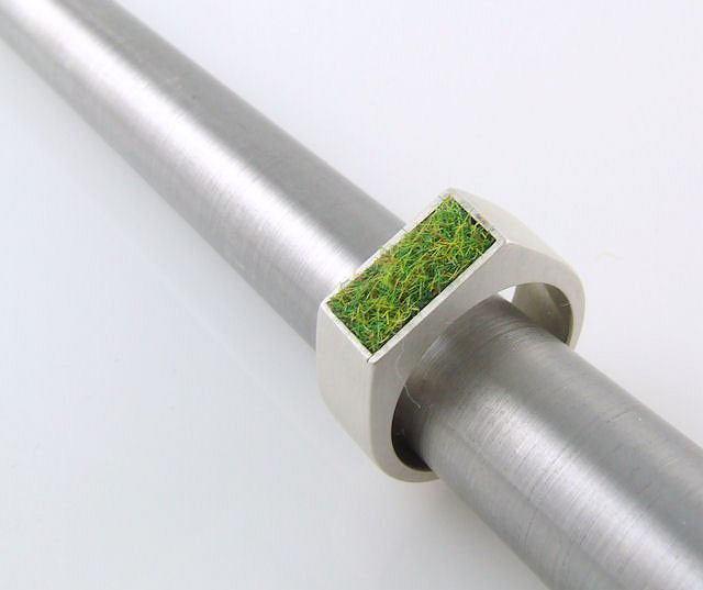 Pakamera, pierścionek z trawą, 195 zł