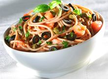 Spaghetti puttanesca z anchovies i oliwkami - ugotuj
