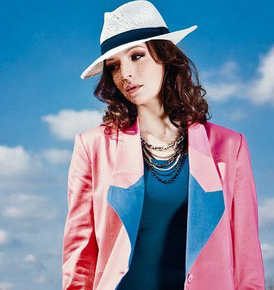 Anna Wendzikowska reklamuje kapelusze HatHat