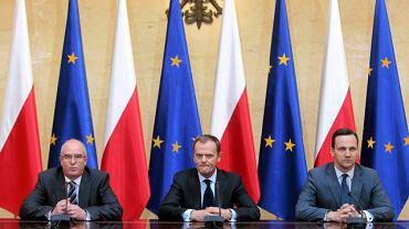 Andrzej Seremet, Donald Tusk i Radosław Sikorski na konferencji prasowej