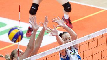 Krystyna Strasz (w głębie) w meczu Tauron MKS - Impel