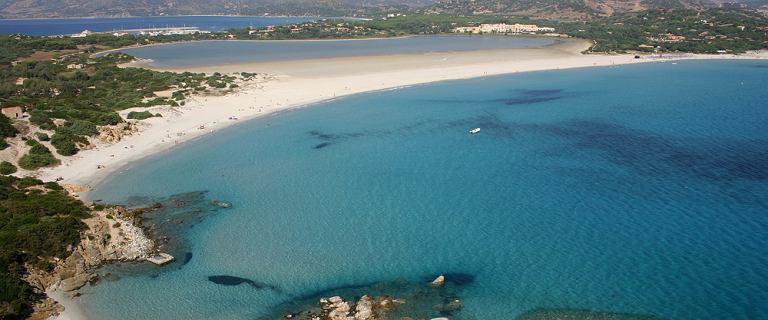 Sardynia: zachwyca plażami z delikatnym piaskiem. Poznaj 5 z nich