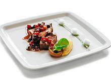 Gęsina w porto i miodzie z grochem, boczkiem i sosem porzeczkowym - ugotuj