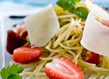 Spaghetti z truskawkami, parmezanem i chili - ugotuj