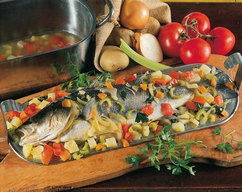 Wolne rodniki. Dieta bogata w ryby, warzywa i owoce stanowi dobre źródło przeciwutleniaczy, które zwalczają negatywne skutki działania wolnych rodników w tkankach