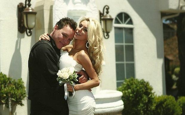 Zdjęcie ślubne Douga Hutchinsona i Courtney Alexis Stodden.