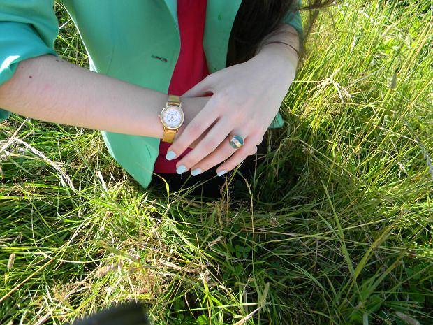 zieloną marynarkę - second hand, tunikę - Miss Honeybee,okulary - szafa,pierścionek - szafa,zegarek - szafa