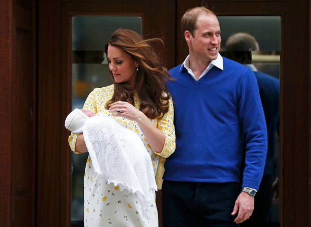 Britain's Prince William and his wife Catherine, Duchess of Cambridge, appear with their baby daughter outside the Lindo Wing of St Mary's Hospital, in London, Britain May 2, 2015. The Duchess of Cambridge, gave birth to a girl on Saturday, the couple's second child and a sister to one-year-old Prince George.    REUTERS/Suzanne Plunkett TPX IMAGES OF THE DAY