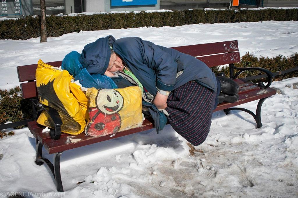 Zimowa pomoc dla osób bezdomnych jest koniecznością