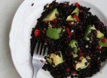 Zniewalająca sałatka z czarnego ryżu z awokado z azjatyckim dressingiem - ugotuj