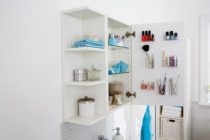 <B>Organizer na wewnętrznej stronie drzwi szafki </B> to dobry i prosty sposób na przechowywanie kosmetyków.