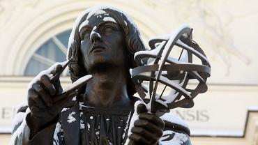 6Zimowe Pomniki warszawskie . Pomnik Mikolaja Kopernika