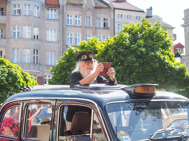 Zdjęcie numer 9 w galerii - Międzynarodowy rajd zabytkowych pojazdów na Rynku w Wałbrzychu. Było co podziwiać [ZDJĘCIA]