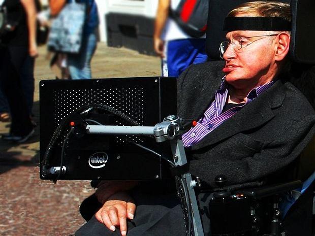Profesor Hawking od lat wzywa do tworzenia sztucznej inteligencji, która będzie nam służyć