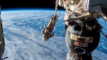 Rosyjscy kosmonauci na zewnątrz ISS