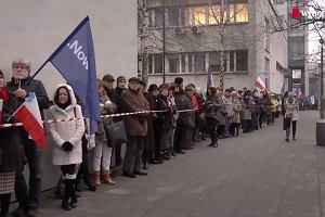 Demonstracja KOD przed sądem w Krakowie