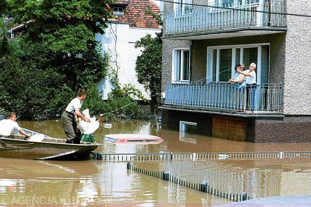 Zdjęcie numer 5 w galerii - 17 lat temu Odra zalała Wrocław. Tak wyglądało miasto [FOTO]