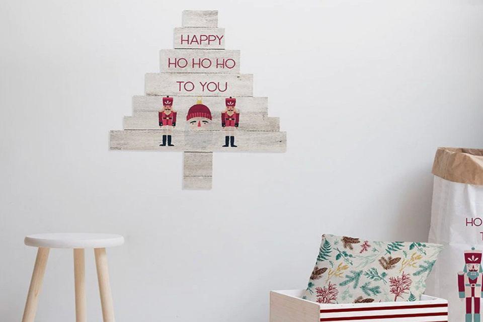 Wielokolorowe dekoracje na Boże Narodzenie.