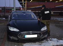 Próbował kradzioną teslą wjechać do Ukrainy. Przejęto auto warte 350 tys.