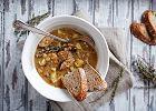 Zupa grochowa wojskowa - przepis na sycącą zupę na zimne dni