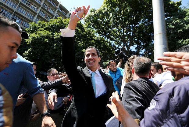 Juan Guaido, przewodniczący Zgromadzenia Narodowego, uznawany przez prawie całą społeczność międzynarodową za tymczasowego prezydenta Wenezueli, ogłasza plan odbudowy gospodarki kraju